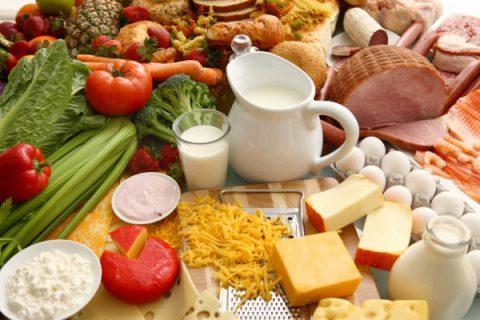 Thực đơn dinh dưỡng cho bé từ 0 – 12 tháng tuổi
